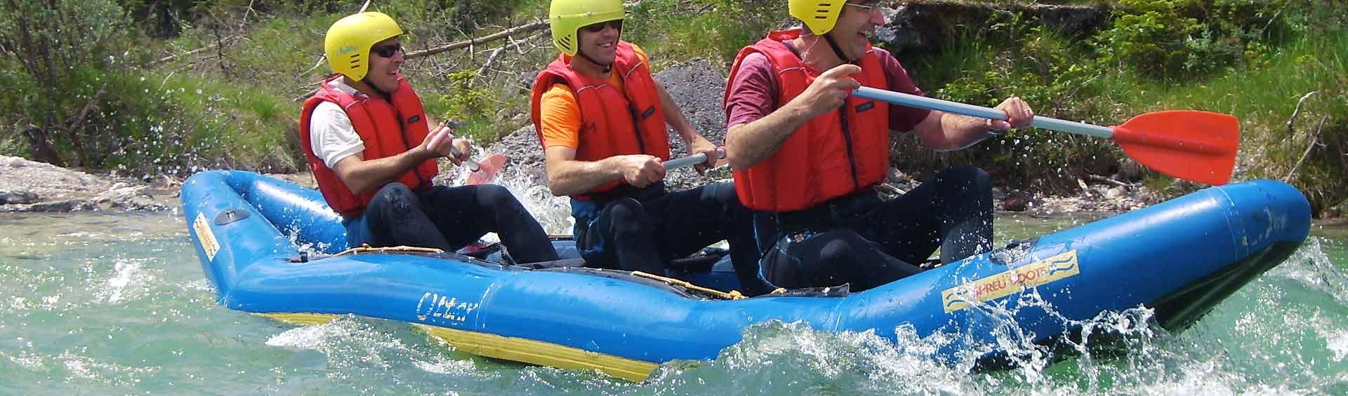 Teamevent Kanu Isar Wildfluss Kanutour in Bayern, reizvolle Natur Strecke Sylvenstein bei Fall nach Lenggries,