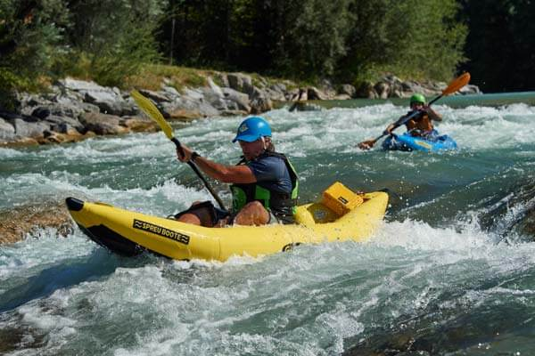Wildwasser Kajak die Rafting Action